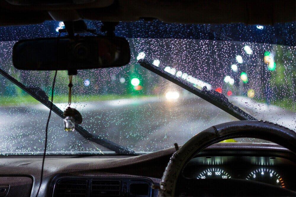 Bersiap Jelang Musim Hujan, Ini 3 Ciri Wiper Anda Sudah Harus Diganti!